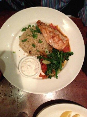 Elephant Bar Restaurant: Salmon w/Cilantro Sauce and Brown Rice