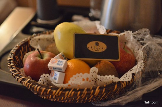 Crystal Hotel: Assorted fruit in the room