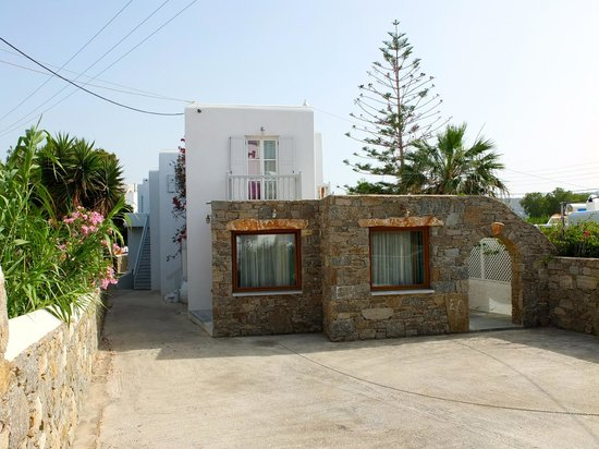 Mykonos Chora Apartments: Front of the complex has no signage at all