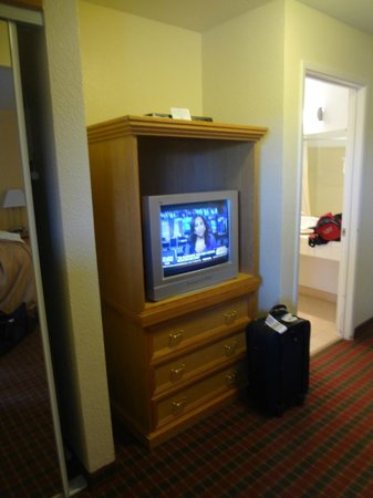 Quality Inn and Suites Capitola By the Sea: TV was terrible - no excuse for this in 2013