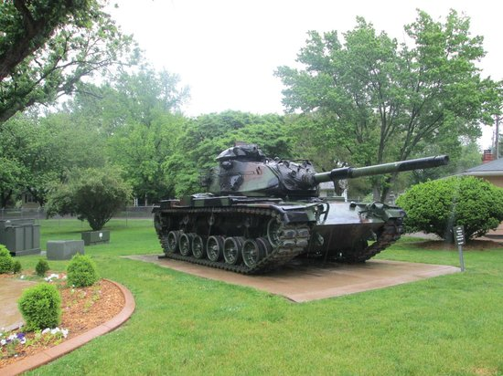 Illinois State Military Museum: Tank by museum