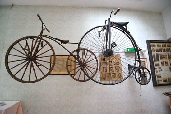 Scala Stiegl Hotel: Cool vintage bikes near the dining room