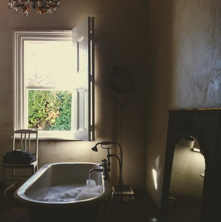 The White House: Running a morning bath - heavenly!