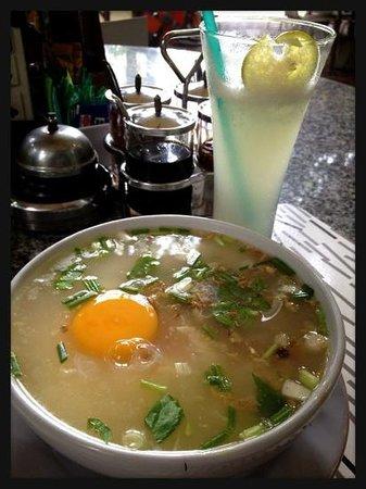 Diana-Oasis Residence Hotel/Studios & Garden Restaurant, カオトムガイに卵 ・マナオパン