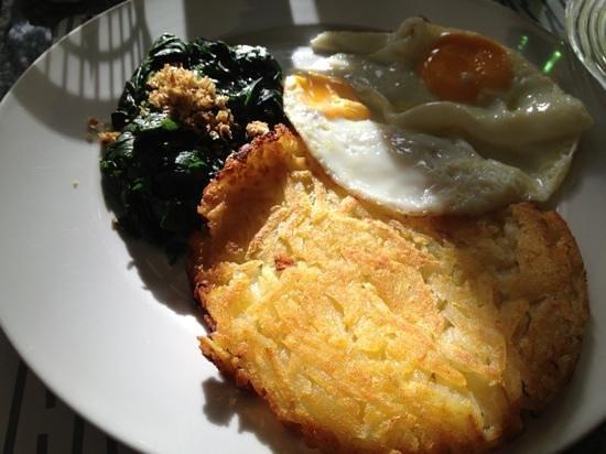 Diana-Oasis Residence Hotel/Studios & Garden Restaurant: スイス風 ポテトとホウレン草と卵