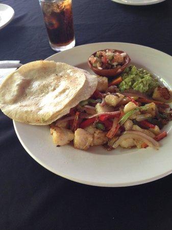 Mayan Bistro: fish tacos