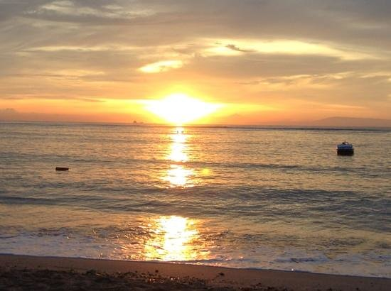 Peninsula Beach Resort Tanjung Benoa: another great sunrise.