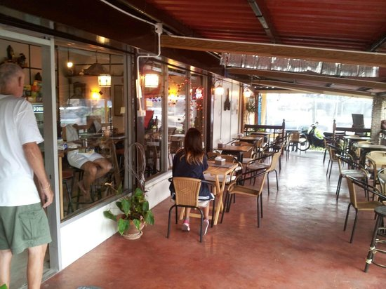 Lumpoon's Second Cup Free: Shop front