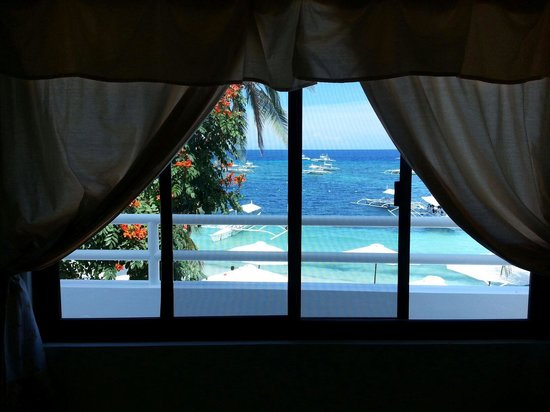 Isis Bungalows: window view from Room no. 8