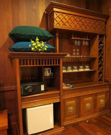 Rupar Mandalar Resort: Our Bar Inside our Room.