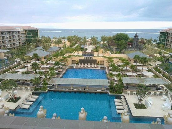 The Mulia: View to pool and beach from balcony of lobby