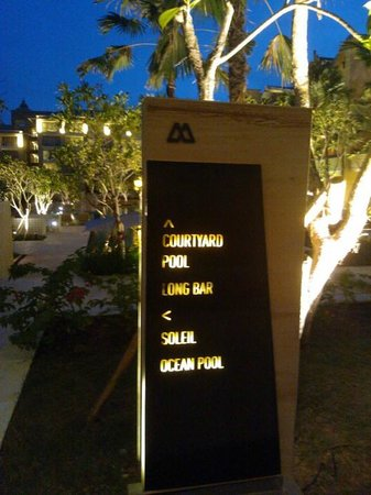 The Mulia: Direction board