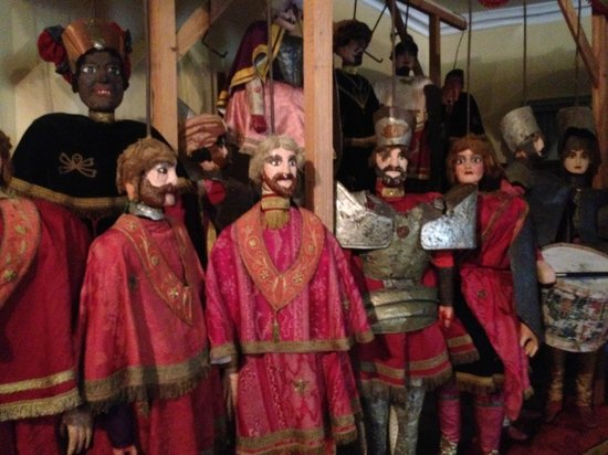 Champlitte, Frankreich: Marionetten künden vom Vergnügen vergangener Zeiten