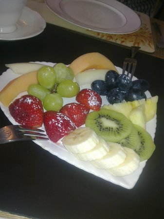 Ascot House Hotel : fruit platters
