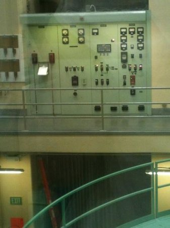 Grand Coulee Dam: Control panel above the turbines