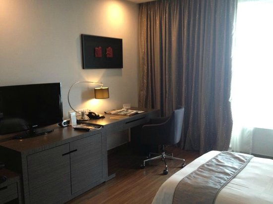 Pullman Kuching: Twin room, Deluxe