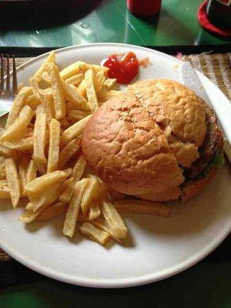 Ya Udah Bistro : The sad looking burger