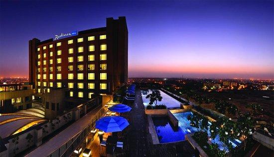 Radisson Blu Hotel New Delhi Paschim Vihar: Hotel Exterior