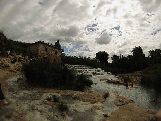 Hotel la Fonte del Cerro Saturnia: watherfalls