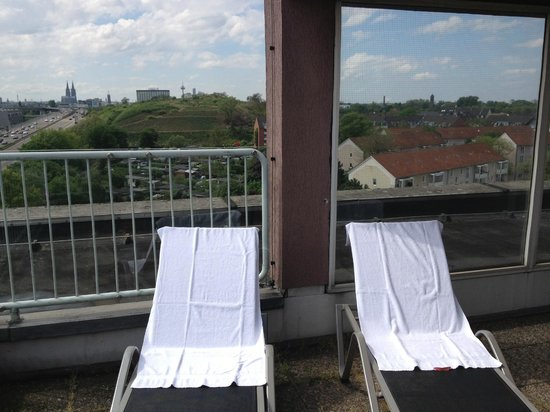 Leonardo Hotel Köln: To relax in the sun
