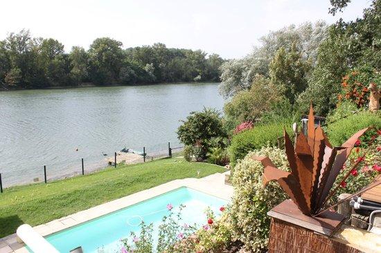 Garonnella: Vue depuis la piscine sur la Garonne