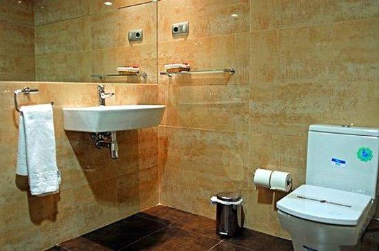 Hotel Lloret Ramblas: Bathroom superior room