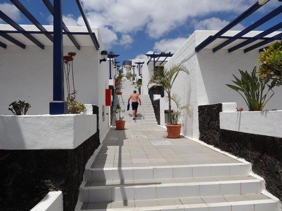 Apartamentos Playa mar: Steps Between Bungalows