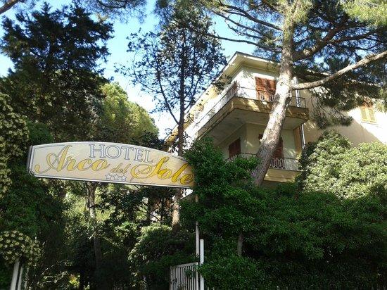 Albergo Arco del Sole: Albergo e ristorante a 100 metri dal mare nella Riviera di Levante in Liguria