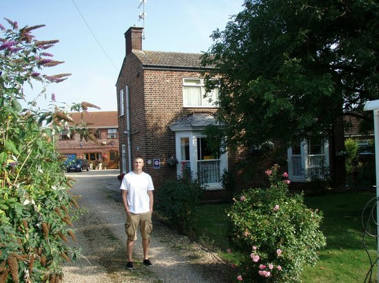 Bramley House Bed & Breakfast: In front of the Bramley guest house.