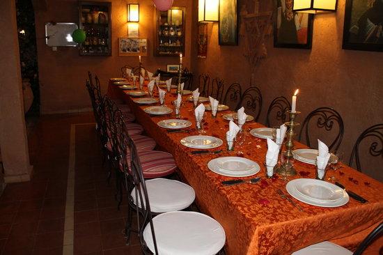 Villa Tata Marie : Mise en place pour la soirée .