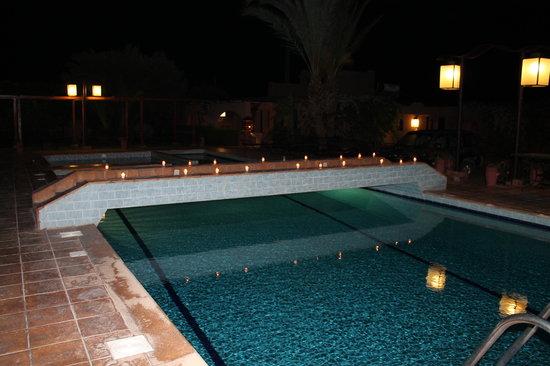 Villa Tata Marie : La piscine la nuit