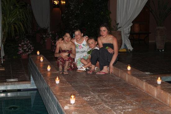 Villa Tata Marie : Les petites copines sur le pont
