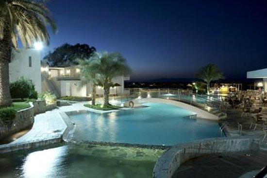 Avra Beach Resort Hotel - Bungalows : Swimming Pool - Night View