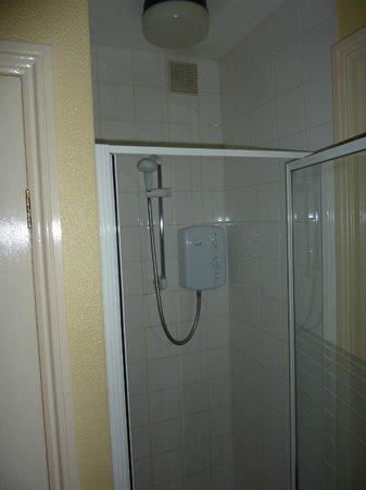 Rockleaze House: Eingebaute Dusche: Klein aber fein!