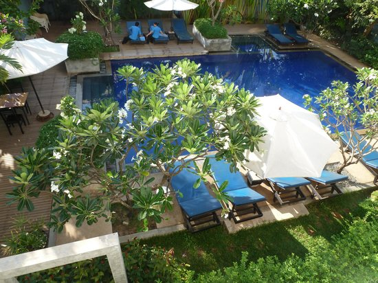 Frangipani Villa Hotel II: View of Pool