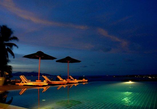 Baan Sawan Villa : Pool and View at Night