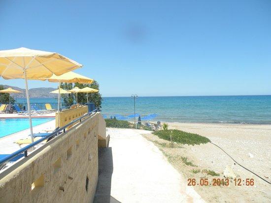 Kavros Beach: jedno z dojsc na cudowna plaze