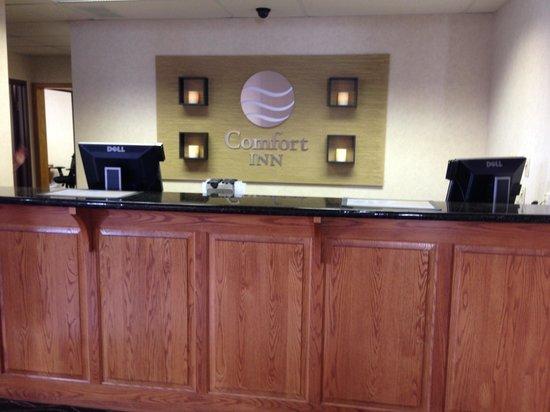 Comfort Inn Millersburg : Front desk