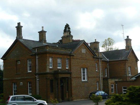 Sedgebrook Hall: Slightly more impressive view from round the corner