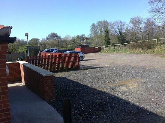 Dog and Partridge: Car Park & Separate Letting Rooms Entrance