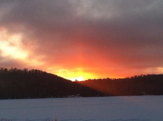 Oxtongue Lake Cottages : sunrise in winter