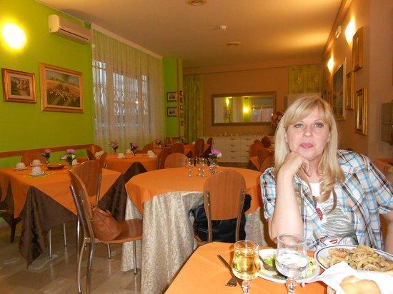 Hotel Simon: Столовая