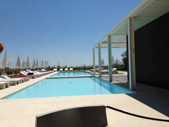 Hotel Mediterraneo: La piscina