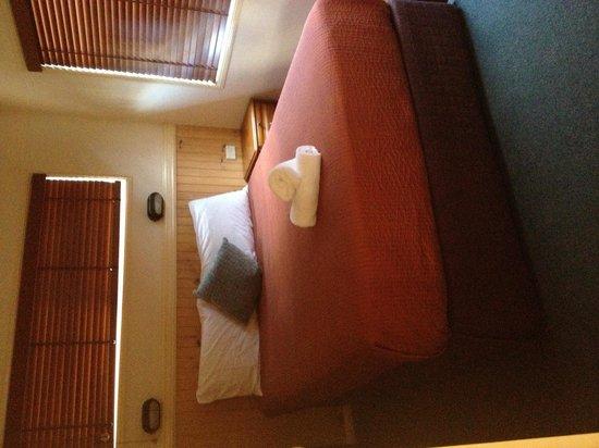 Anchorage Holiday Park: Main bedroom