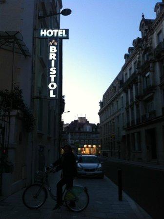 Hotel Bristol : street view