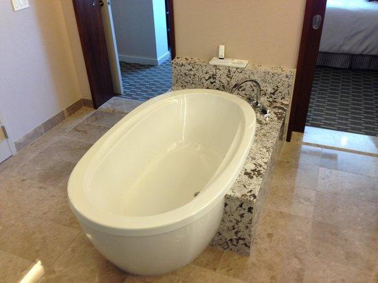 aria sky suites bathroom soaking tubahhhh - Soaking Tub