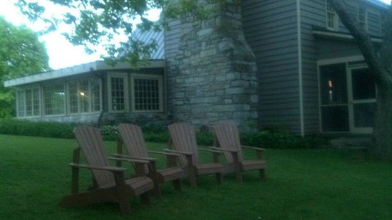 The Inn at Vaucluse Spring : Wonderful place to relax outside of Chumley Homeplace