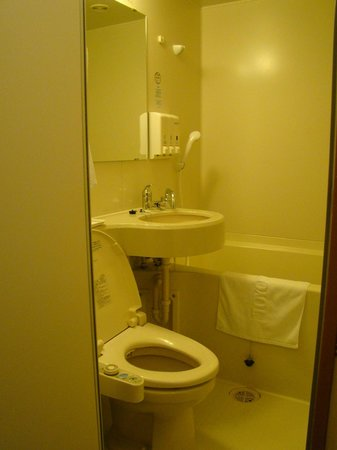 Toyoko Inn Hakodate-ekimae Asaichi: Salle d'eau
