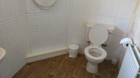 Elephant & Castle: Bathroom allocated to Flat 1