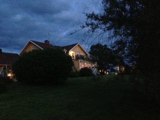 Toftaholm Herrgard Hotel: At night - Magic!